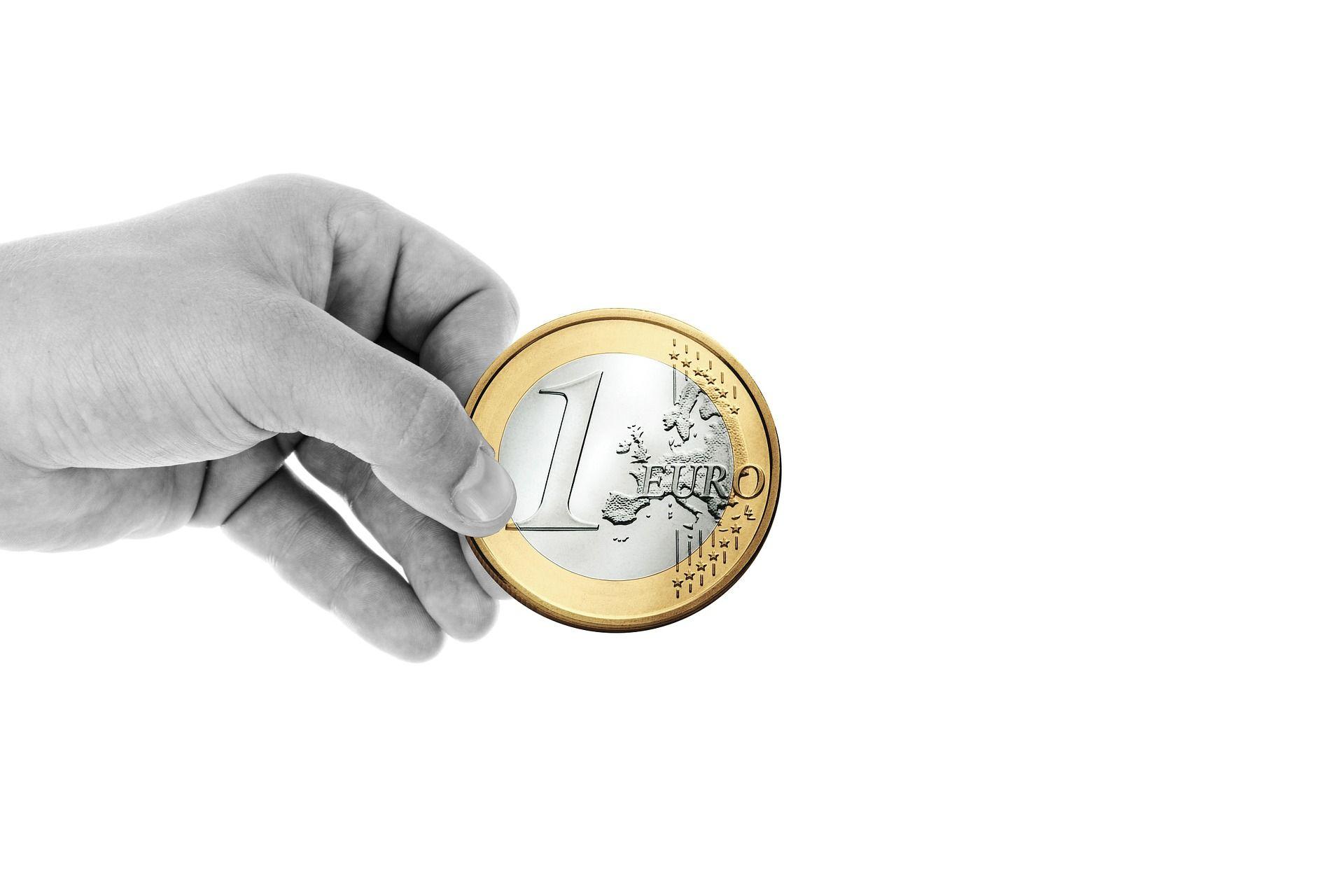 dinero en nuestras manos